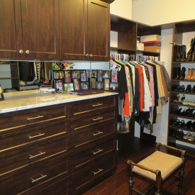 Walk In Closet – with Cabinets